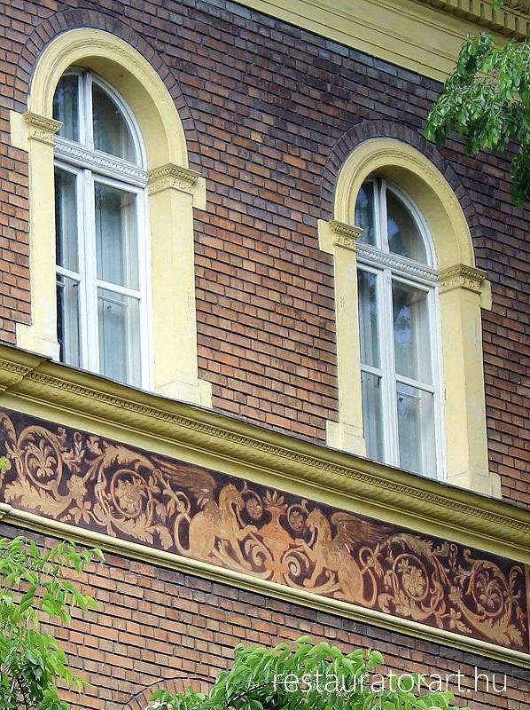 sgraffito, szgrafittó, falkép restaurálás, falfestmény restaurálás, falképek javítása, műemléki felújítás, épület rekonstrukció, homlokzat felújítás, murális technikák restaurálása, restauráltatás
